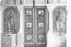 Мраморный иконостас и литые бронзовые врата