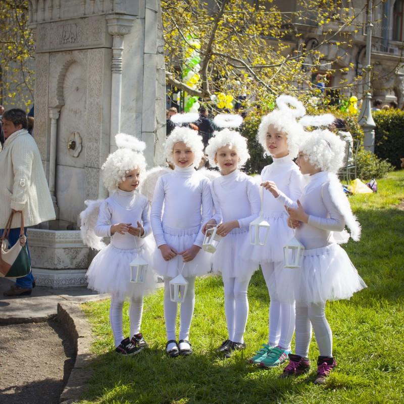 Домовая церковь семьи романовых в ливадии  белый цветок 2015